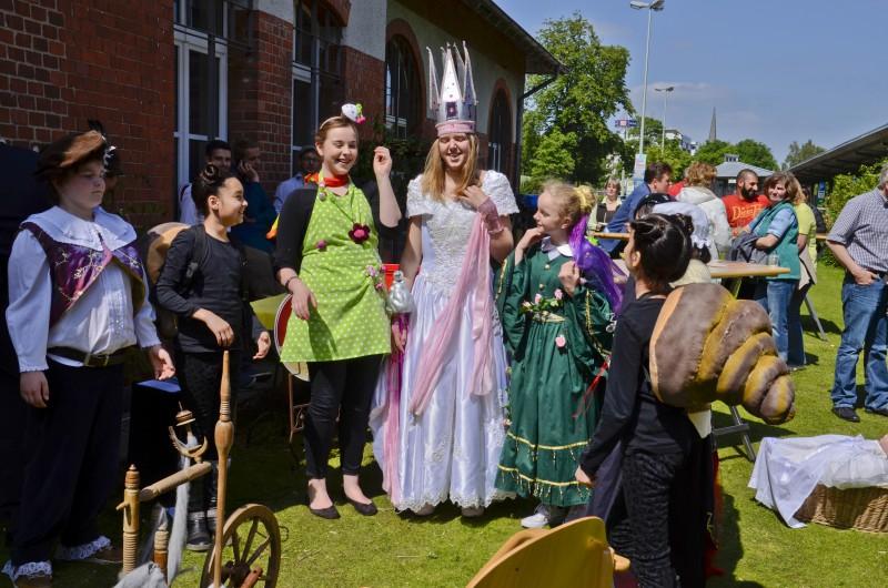 info_Bei lachender Sonne konnten die Zuschauer ihre Kenntnisse der alten Märchen testen