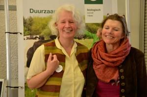 """Jubiläum_Dr. Anita Idel, Lead-Autorin im Weltagrarrat, Buchautorin: """"Die Kuh ist kein Klima-Killer"""", Wirtschaftsmediatorin, Tierärztin u.v.m., hier mit der Conviviunsleiterin Monika Ludwig, hat als prominente Referentin maßgeblich zum Erfolg der Veranstaltung beigetragen."""