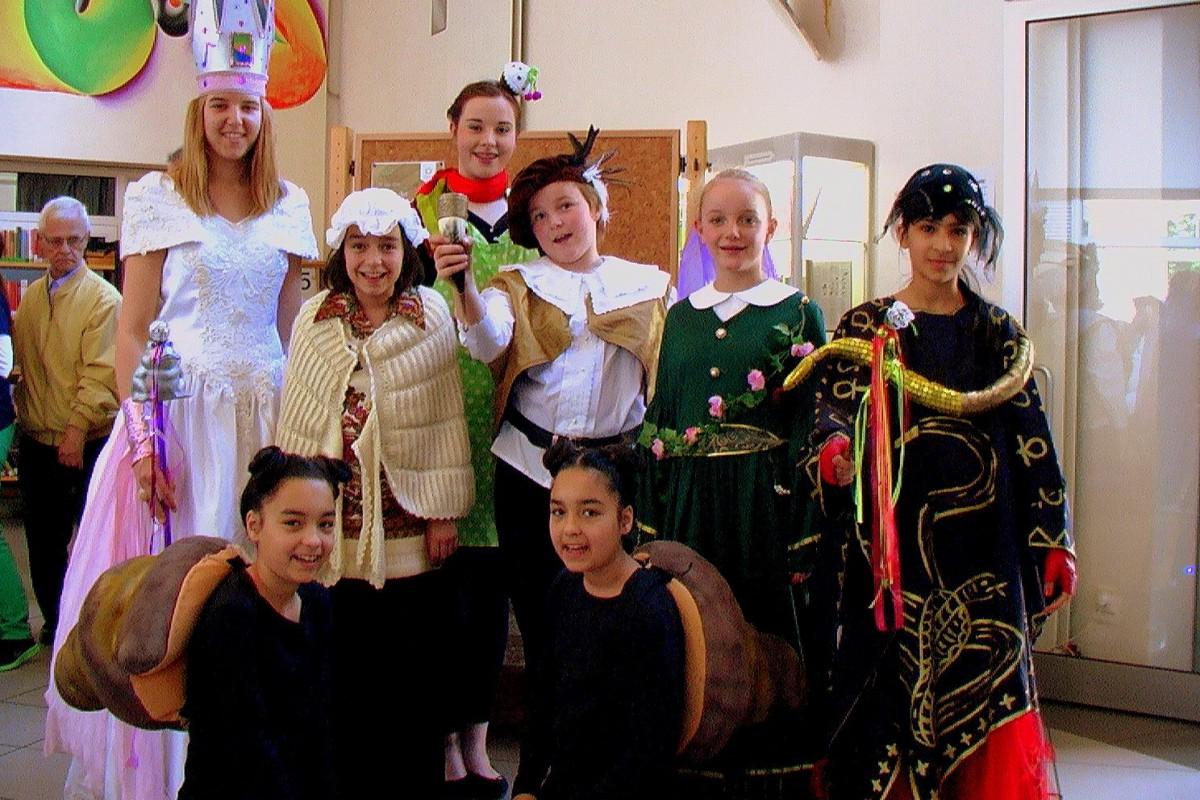 """Tine Tefert's Truppe """" Zimt & Zauber"""" begeisterte die Besucher mit der spannenden Darstellung verschiedener Märchen"""