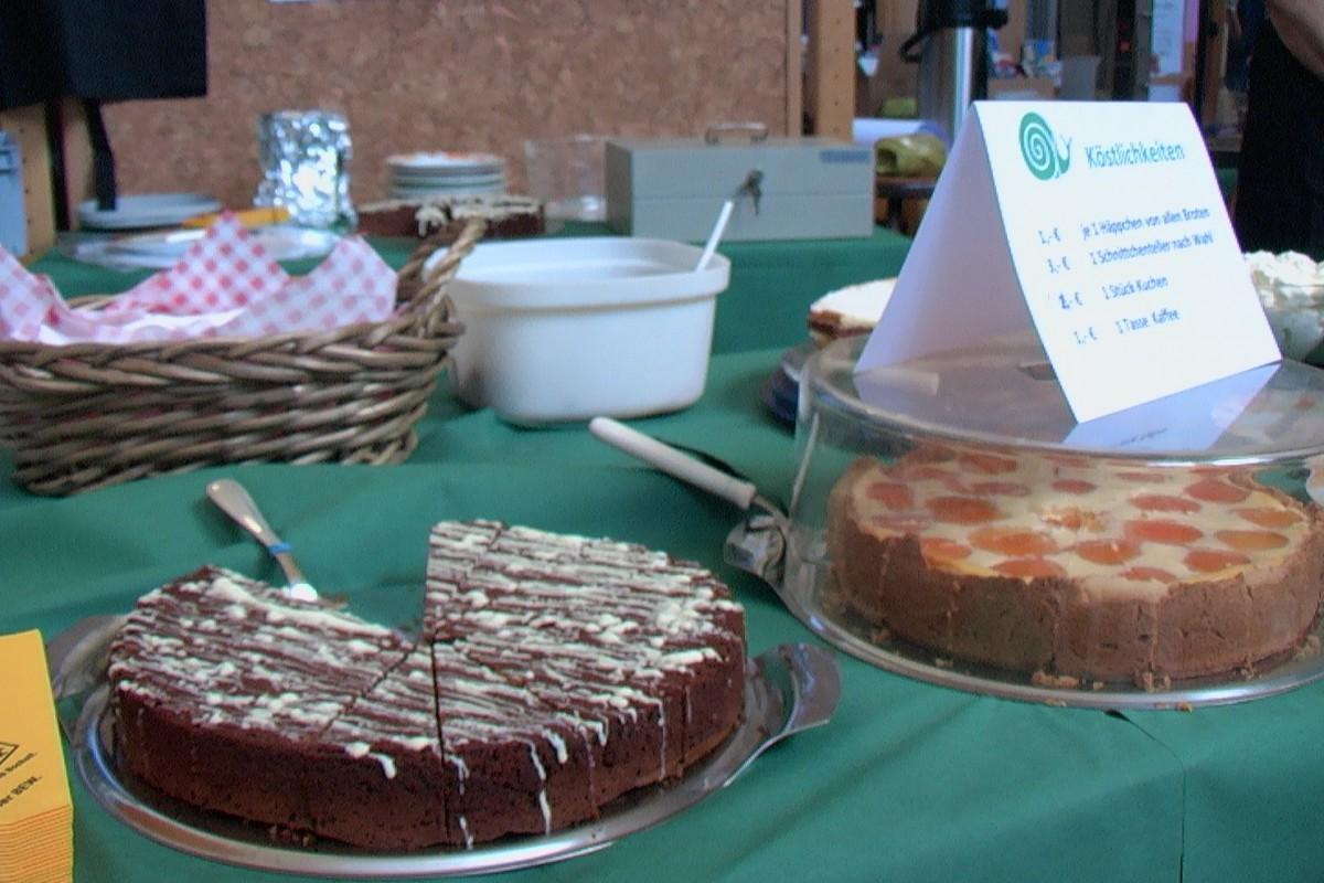 Die Kuchen, die die Mitglieder vom Convivium Bocholt ausnahmslos selbst gebacken haben, gingen so schnell weg, dass wir noch nicht einmal probieren konnten!
